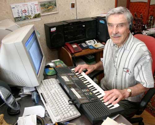 Борис Васильевич - пенсионер, музыкант